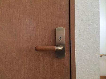 トイレドア修理.jpg
